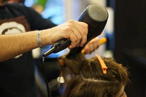 Linea dura contro i parrucchieri cinesi